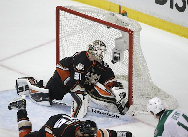 The shot by Dallas Stars' Jamie Benn enters the net past Anaheim Ducks goalie Frederik Andersen, of Denmark, during the second period in Game 1 of the first-round NHL hockey Stanley Cup playoff series on Wednesday, April 16, 2014, in Anaheim, Calif. (AP Photo/Jae C. Hong)