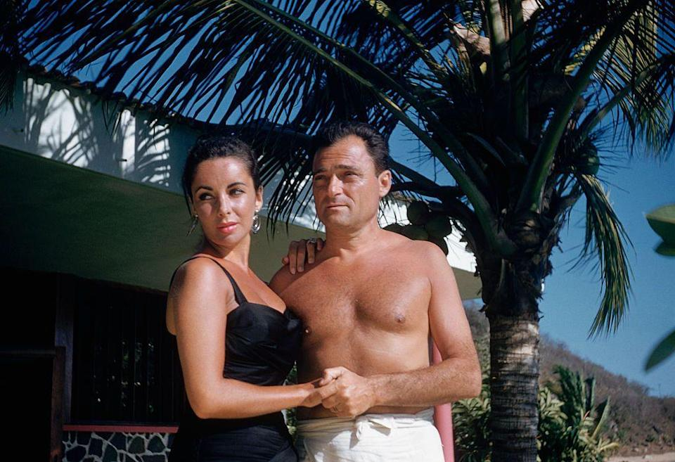 <p>The newlyweds pose for a photo while on honeymoon their in Mexico. </p>