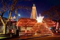 """<p>Looking for boatloads of Christmas cheer with a New England twist? Head to <a href=""""https://go.redirectingat.com?id=74968X1596630&url=https%3A%2F%2Fwww.tripadvisor.com%2FTourism-g185492-Cape_Cod_Massachusetts-Vacations.html&sref=https%3A%2F%2Fwww.countryliving.com%2Flife%2Ftravel%2Fg2829%2Fbest-christmas-towns-in-usa%2F"""" rel=""""nofollow noopener"""" target=""""_blank"""" data-ylk=""""slk:Cape Cod"""" class=""""link rapid-noclick-resp"""">Cape Cod</a>! There are few things more picturesque than lighthouses decked to their nines in Christmas garlands, wreaths, and lights. What's more, the quaint seaside destination hosts dozens of craft fairs, parades, theater productions, and even a <a href=""""https://www.capetrain.com/"""" rel=""""nofollow noopener"""" target=""""_blank"""" data-ylk=""""slk:Train to Christmas Town"""" class=""""link rapid-noclick-resp"""">Train to Christmas Town</a>.</p><p><a class=""""link rapid-noclick-resp"""" href=""""https://go.redirectingat.com?id=74968X1596630&url=https%3A%2F%2Fwww.tripadvisor.com%2FTourism-g185492-Cape_Cod_Massachusetts-Vacations.html&sref=https%3A%2F%2Fwww.countryliving.com%2Flife%2Ftravel%2Fg2829%2Fbest-christmas-towns-in-usa%2F"""" rel=""""nofollow noopener"""" target=""""_blank"""" data-ylk=""""slk:PLAN YOUR TRIP"""">PLAN YOUR TRIP</a></p>"""