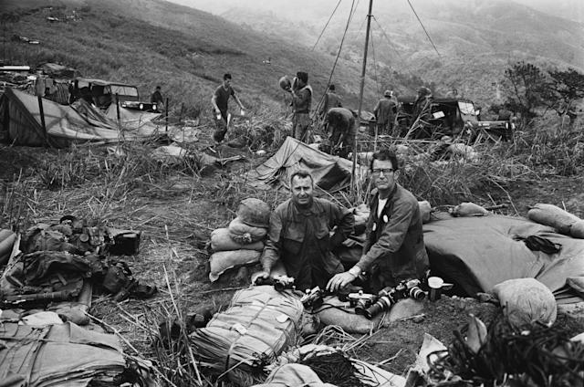 <p>War photographers Terry Fincher of the Daily Express, left, and Larry Burrows from Life Magazine, right, on Hill Timothy, Vietnam. (Photo: Express/Hulton Archive/Getty Images) </p>