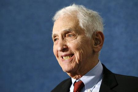 FILE PHOTO: Pentagon Papers whistleblower Daniel Ellsberg participates in a news conference held by the whistleblower group ExposeFacts.org at the National Press Club in Washington April 27, 2015. REUTERS/Jonathan Ernst/File Photo