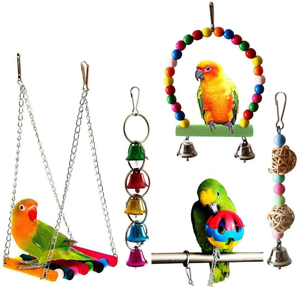 Acidea 5pcs Bird Toys. Image via Amazon.