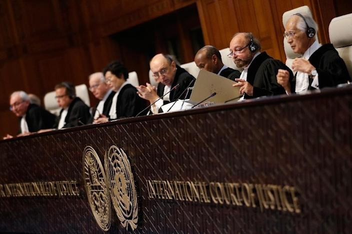 President of the International Court of Justice Ronny Abraham (2R) looks at a document during the case on the border dispute between Costa Rica and Nicaragua, in the Hague on December 16, 2015 (AFP Photo/Bas Czerwinski)