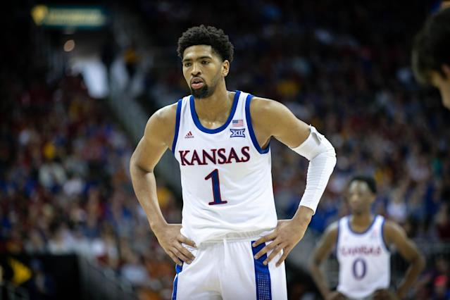 "Mar 16, 2019; Kansas City, MO, USA; <a class=""link rapid-noclick-resp"" href=""/ncaaw/teams/kansas/"" data-ylk=""slk:Kansas Jayhawks"">Kansas Jayhawks</a> forward Dedric Lawson (1) prepares to shoot a free throw against the <a class=""link rapid-noclick-resp"" href=""/ncaaw/teams/iowa-st/"" data-ylk=""slk:Iowa State Cyclones"">Iowa State Cyclones</a> during the championship game in the Big 12 conference tournament at Sprint Center. Mandatory Credit: William Purnell-USA TODAY Sports"
