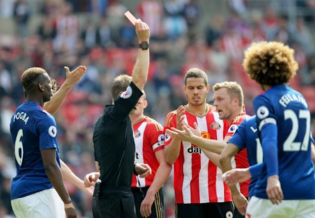 FourFourTwos review of the weekends Premier League action, as Chelsea maintained their lead and Sunderland were run over by Manchester United