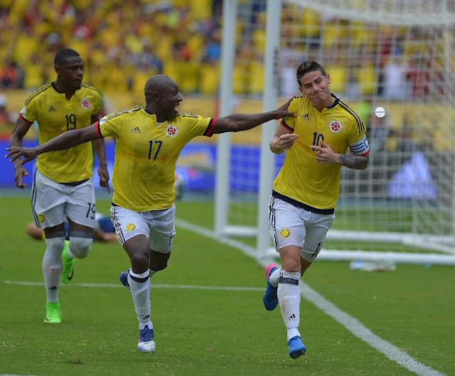 Colombia's midfielder James Rodriguez (R) celebrates next to teammate Pablo Armero after scoring a penalty against Bolivia during their 2018 FIFA World Cup qualifier football match in Barranquilla, on March 23, 2017 (AFP Photo/LUIS ROBAYO)