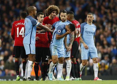 Britain Soccer Football - Manchester City v Manchester United - Premier League - Etihad Stadium - 27/4/17 Manchester United's Marouane Fellaini with Manchester City's Sergio Aguero after being sent off by referee Martin Atkinson Action Images via Reuters / Jason Cairnduff
