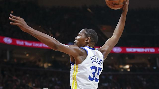 Kevin Durant continued his form from last year's NBA Finals as the in-form Golden State Warriors made it 13 wins in a row away from home.
