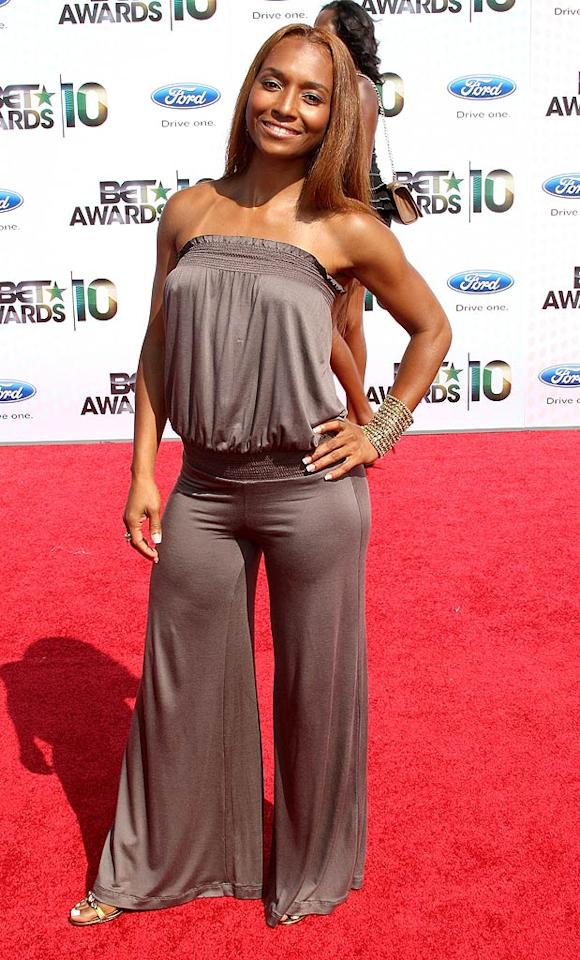 "TLC's Rozonda ""Chilli"" Thomas underwhelmed in an ill-fitting, silky brown jumpsuit and everyday makeup and hair. Frederick M. Brown/<a href=""http://www.gettyimages.com/"" target=""new"">GettyImages.com</a> - June 27, 2010"