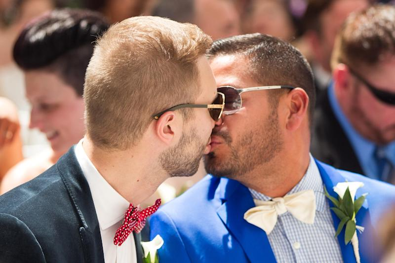 A couple kisses during the Grand Pride Wedding, a mass gay wedding at Casa Loma in Toronto, Canada, on June 26, 2014 (AFP Photo/Geoff Robins)