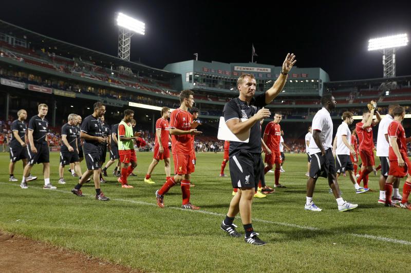 Liverpool manager Brendan Rodgers walks his team around the pitch after being defeated 1-0 in a friendly match against AS Roma, at Fenway Park, in Boston, Massachusetts, July 23, 2014