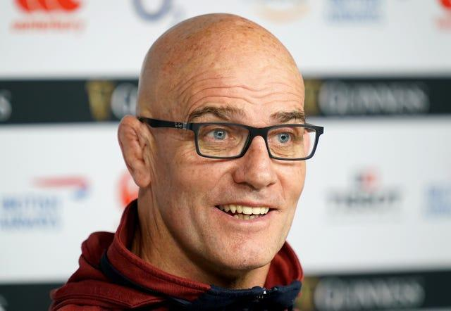 Defence coach John Mitchell has signed a contract extension with England