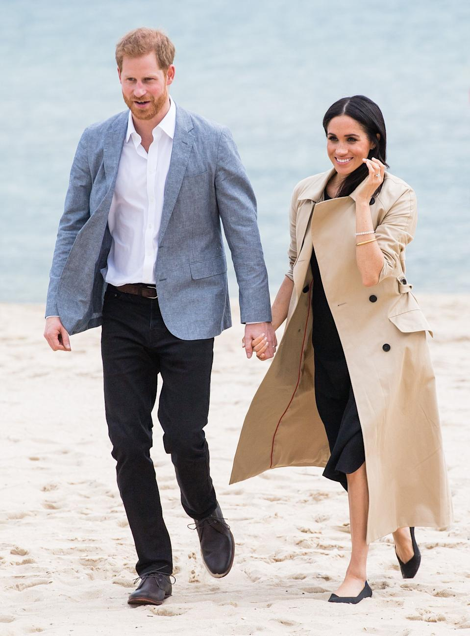 MELBOURNE, AUSTRALIA - OCTOBER 18:  Prince Harry, Duke of Sussex and Meghan, Duchess of Sussex visit South Melbourne Beach on October 18, 2018 in Melbourne, Australia. The Duke and Duchess of Sussex are on their official 16-day Autumn tour visiting cities in Australia, Fiji, Tonga and New Zealand.  (Photo by Samir Hussein/WireImage)
