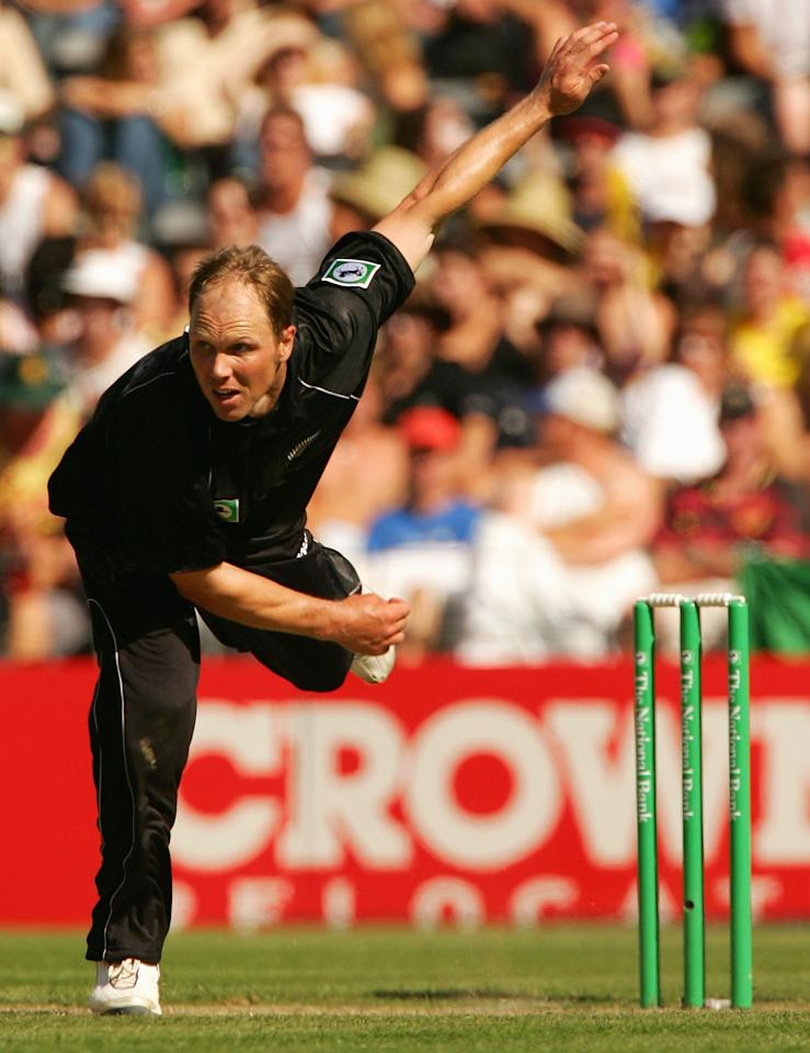 CHRISTCHURCH, NEW ZEALAND - FEBRUARY 22:  Jeff Wilson of New Zealand in action during the 2nd One Day International between New Zealand and Australia played at Jade Stadium on February 22, 2005 in Christchurch, New Zealand.  (Photo by Hamish Blair/Getty Images)