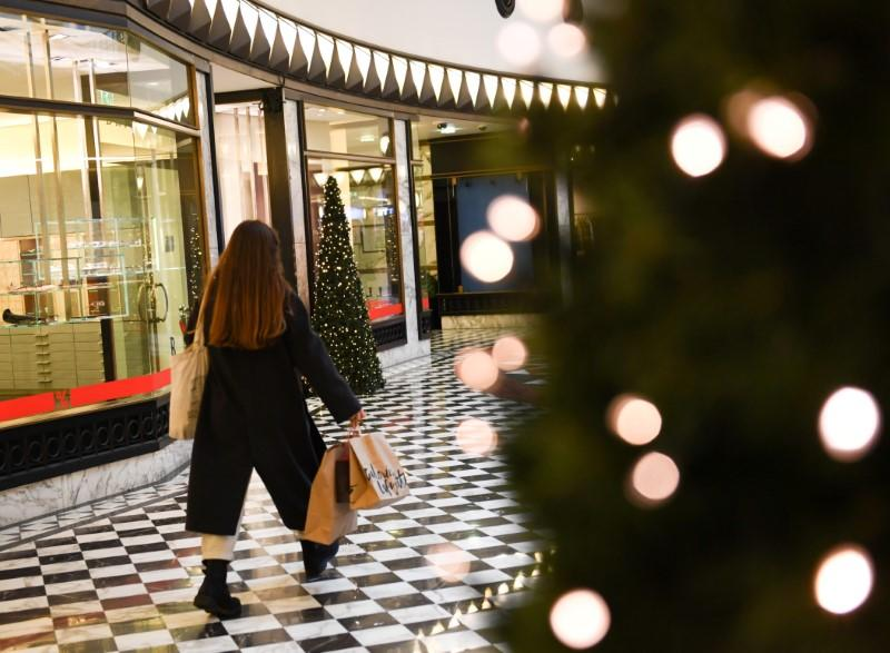 FILE PHOTO: Shopping before Christmas in Berlin