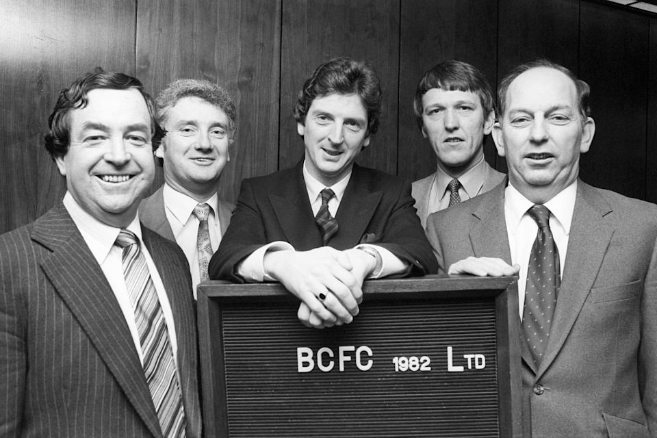 Recognise that young chap in the middle?