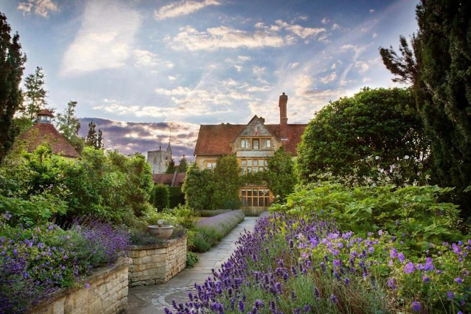 """<p>One for mini-mooners looking to go on a culinary journey, Belmond <a href=""""https://go.redirectingat.com?id=127X1599956&url=https%3A%2F%2Fwww.booking.com%2Fhotel%2Fgb%2Fbelmond-le-manoir-aux-quat-39-saisons.en-gb.html%3Faid%3D2070929%26label%3Dmini-moon&sref=https%3A%2F%2Fwww.redonline.co.uk%2Ftravel%2Fg37487695%2Fmini-moon%2F"""" rel=""""nofollow noopener"""" target=""""_blank"""" data-ylk=""""slk:Le Manoir Aux Quat'Saisons"""" class=""""link rapid-noclick-resp"""">Le Manoir Aux Quat'Saisons</a> is a truly special place to escape. The work of celebrated chef Raymond Blanc, this romantic retreat boasts all the ingredients for a foodie adventure. From the sprawling kitchen garden to the serene Japanese garden and Raymond's brilliant cookery school to the sumptuous bedrooms with wonderful names, like Lavande, this boutique hotel was made for lovers.</p><p><a class=""""link rapid-noclick-resp"""" href=""""https://go.redirectingat.com?id=127X1599956&url=https%3A%2F%2Fwww.booking.com%2Fhotel%2Fgb%2Fbelmond-le-manoir-aux-quat-39-saisons.en-gb.html%3Faid%3D2070929%26label%3Dmini-moon&sref=https%3A%2F%2Fwww.redonline.co.uk%2Ftravel%2Fg37487695%2Fmini-moon%2F"""" rel=""""nofollow noopener"""" target=""""_blank"""" data-ylk=""""slk:CHECK AVAILABILITY"""">CHECK AVAILABILITY</a></p>"""