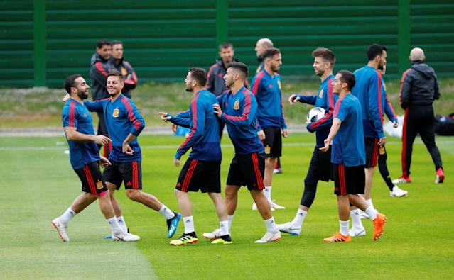 Soccer Football - World Cup - Spain Training - Spain Training Camp, Kaliningrad, Russia - June 24, 2018 Spain's Dani Carvajal, Cesar Azpilicueta and team mates during training REUTERS/Fabrizio Bensch