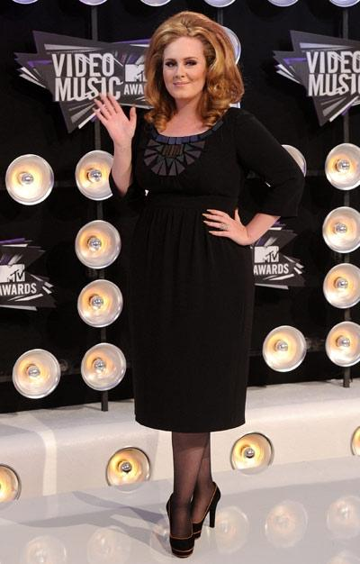 Adele pulls out her usual retro 1960s glam look, and boy, does it work for her. (Getty Images)