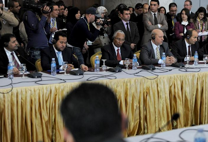 Representatives of Libyan political leaders and activists take part in talks as part of an effort to resolve the conflict in Libya on March 10, 2015 in Algiers (AFP Photo/Farouk Batiche)