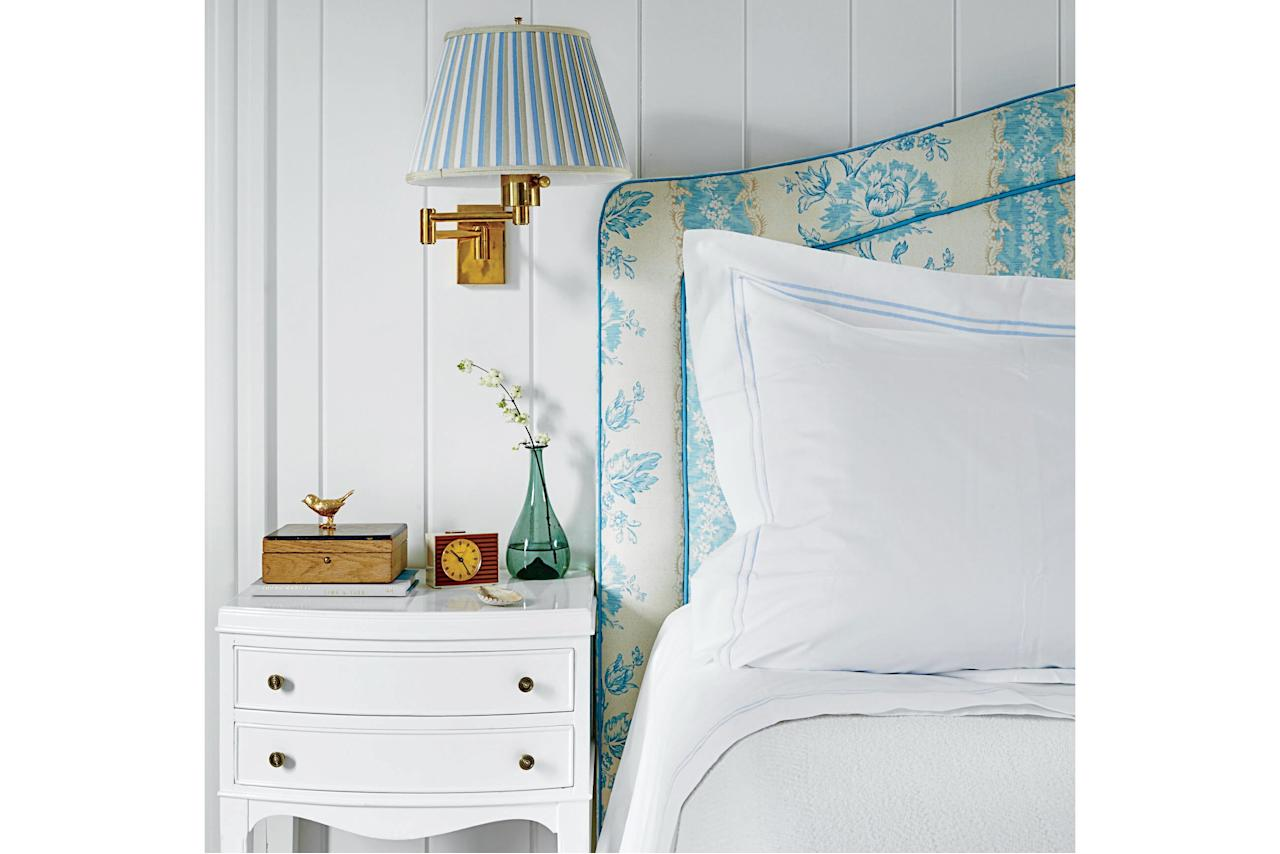 <p>Pretty swing-arm sconces (we like brass!) keep the overhead lights low and the style factor high. Design by Gary McBournie.</p>