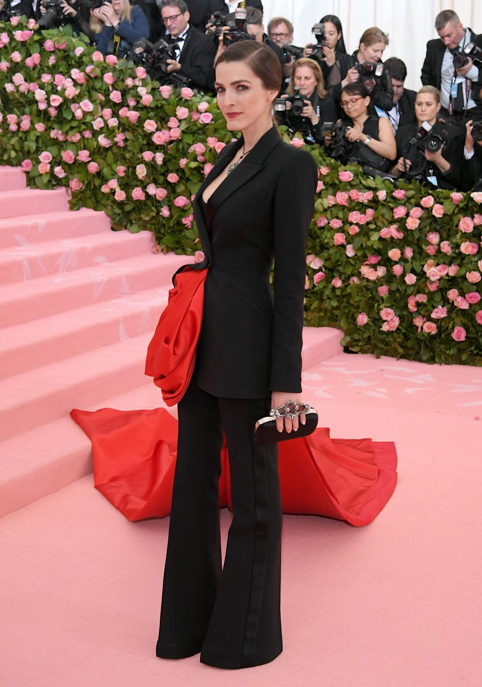 """<h1 class=""""title"""">Bee Carrozzini in Alexander McQueen</h1><cite class=""""credit"""">Photo: Getty Images</cite>"""