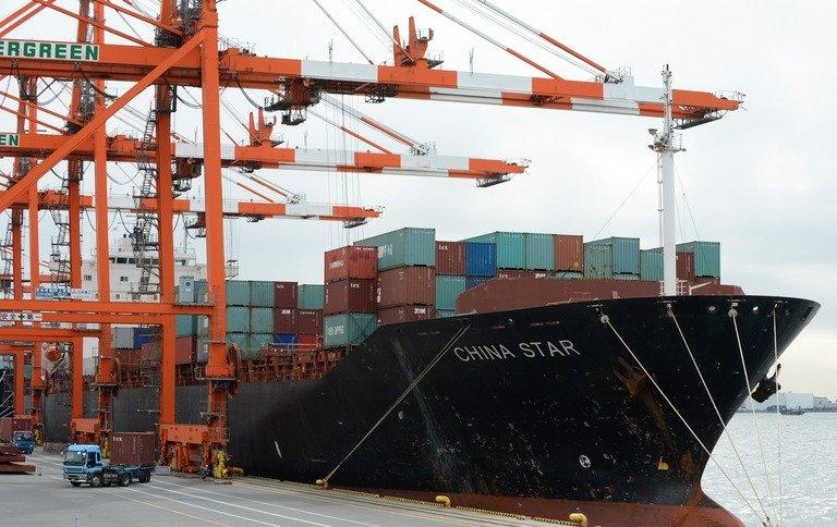 Containers are being unloaded from a ship at a pier in Tokyo port, on February 8, 2013. Japan posted its first current account surplus in four months in February, reflecting narrower trade deficits and robust income receipts from investments overseas, according to the latest government data