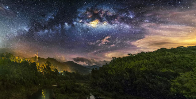<p>Some of steves other night sky photography – Kuala Kubu Bharu – Malaysia. (Photo: Steve Lance Lee/Caters News) </p>