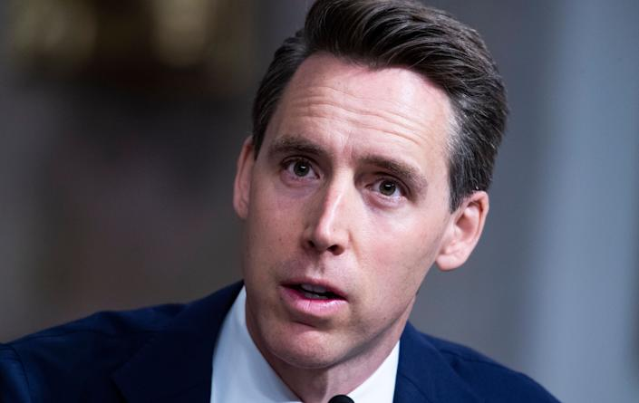 Sen. Josh Hawley (R-Mo.) said he has no regrets about raising his fist in solidarity with the mob that invaded the U.S. Capitol on Jan. 6.  (Photo: Tom Williams/Getty Images)
