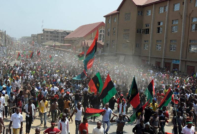 Hundreds of pro-Biafra supporters wave flags and chant songs as they march through the streets of Aba, southeastern Nigeria, to call for the release of a key activist on November 18, 2015 (AFP Photo/Pius Utomi Ekpei)