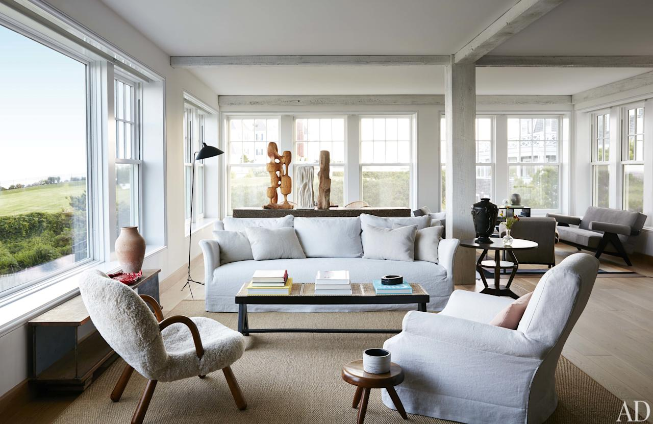 Designer Giancarlo Valle rejuvenates a stalwart New England mansion on the coast of Rhode Island for the family of high-flying,  high-style entrepreneur Kevin Wendle