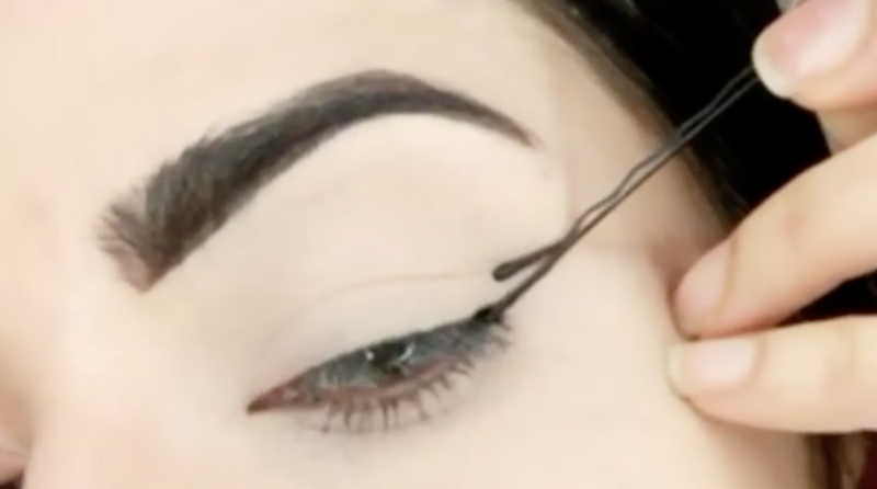 How to Use a Bobby Pin to Create Winged Liner