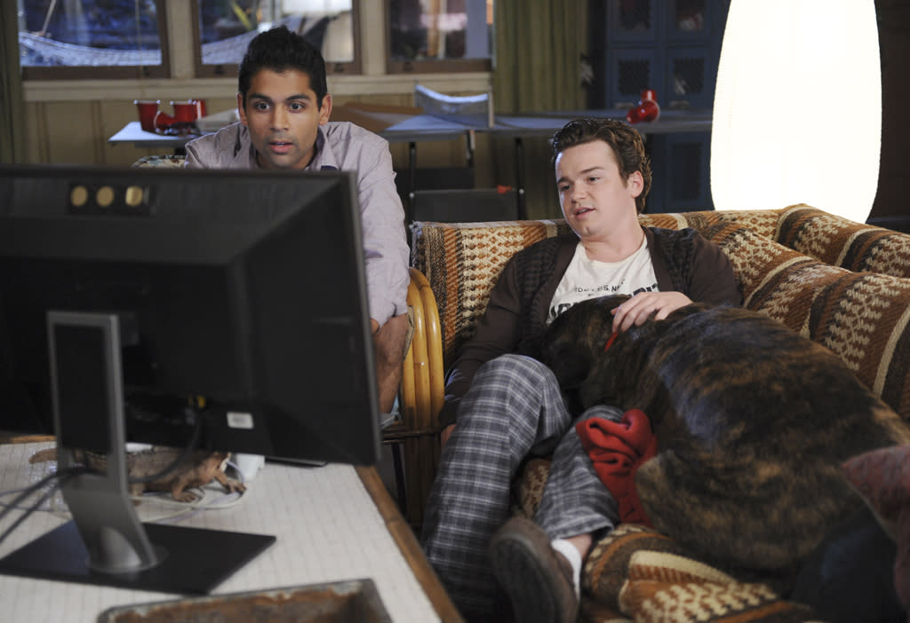 """<p><b>9. Travis & Sig (""""<a href=""""http://tv.yahoo.com/cougar-town/show/44787"""">Cougar Town</a>"""")</b><br><br>  We're so glad that Travis has moved out of his mother's house, mostly because his new college apartment is pretty great. He and Sig have a green screen in their house. And Kevin has the decency not to complain all that much about the fact that Travis's family and friends constantly drop in unannounced. An ability to put up with the cul-de-sac crew makes for a good person to live with. Also, they share a love of step dancing.</p>"""