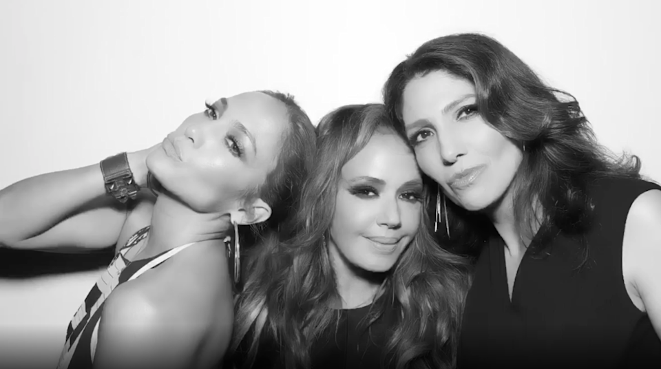 Jennifer Lopez and Leah Remini pose together in a photo booth
