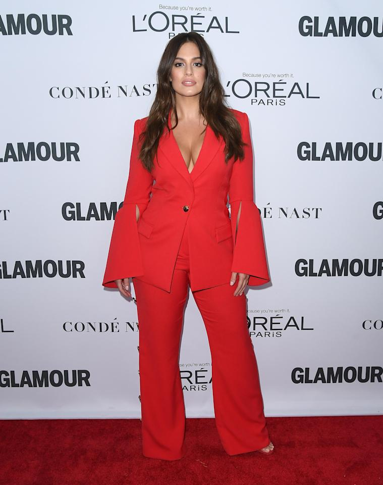 <p>With the perfect mix of sexy and class, the new boss lady look has arrived: blazer-with-no-bra! <br/>Powerful, leading ladies and red-carpet trend setters, like Ashley Graham, are no longer sweating the small stuff like bras any more. Instead, it's all about that sexy cleavage display and we are loving it!</p>