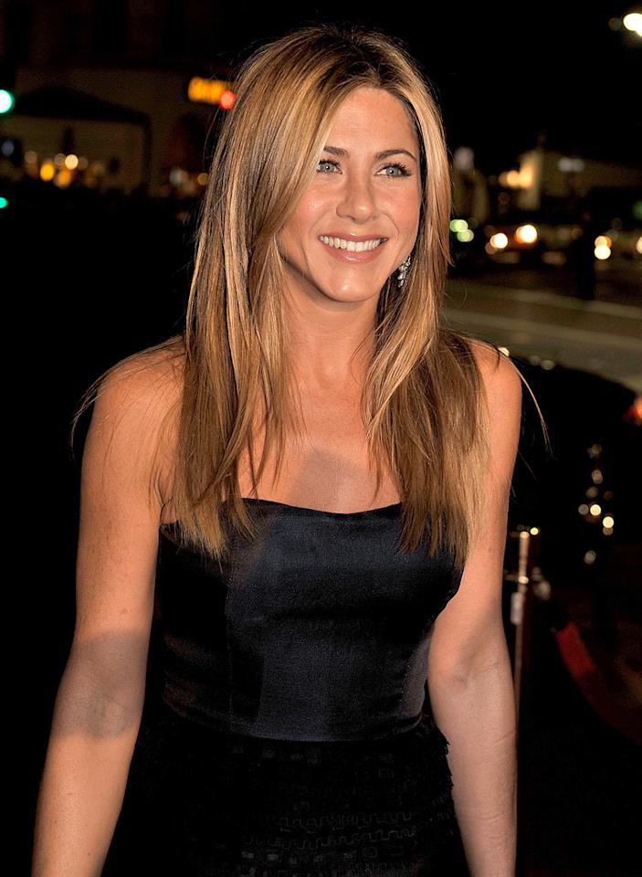 """<a href=""""http://movies.yahoo.com/movie/contributor/1800021397"""">Jennifer Aniston</a> at the Los Angeles premiere of <a href=""""http://movies.yahoo.com/movie/1809995057/info"""">Marley & Me</a> - 12/11/2008"""