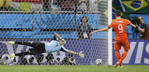Netherlands' Robin van Persie scores in a penalty shoot out during the World Cup quarterfinal soccer match between the Netherlands and Costa Rica at the Arena Fonte Nova in Salvador, Brazil, Saturday, July 5, 2014. The Netherlands won 4-3 0n penalties after the match ended 0-0 after extra time. (AP Photo/Matt Dunham)