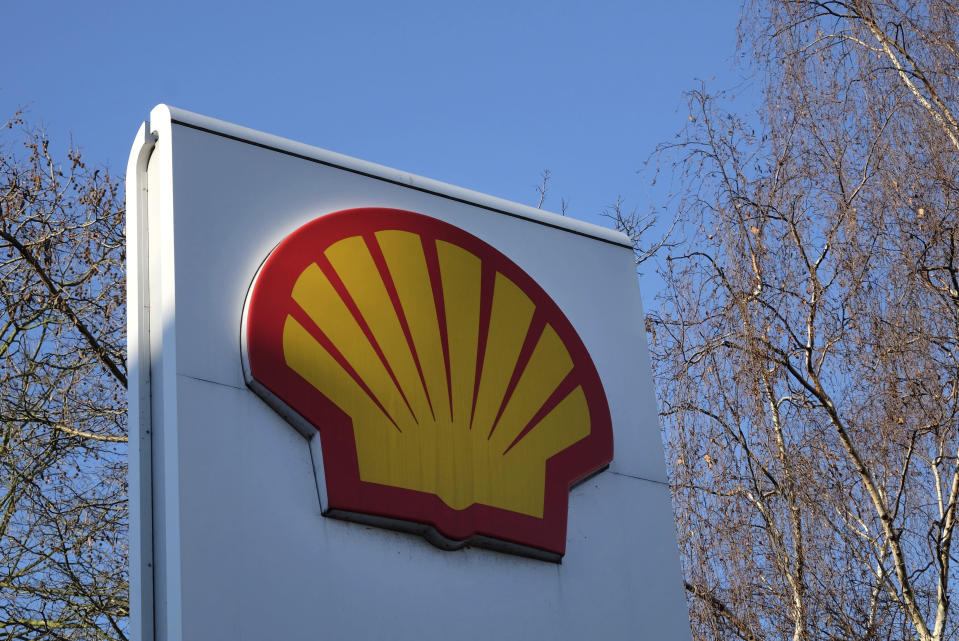 """FILE - This Wednesday, Jan. 20, 2016 photo shows the Shell logo at a petrol station in London. Britain's Supreme Court ruled Thursday, Feb. 11, 2021 that a group of Nigerian farmers and fishermen can sue Royal Dutch Shell PLC in English courts over pollution in a region where the oil giant has a subsidiary. The justices said Shell has a """"duty of care"""" to the claimants over the actions of its Nigerian subsidiary. (AP Photo/Kirsty Wigglesworth, File)"""