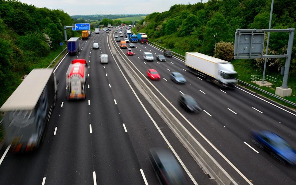 G2WRTW Four lane Smart motorway, M1 close to Junction 31 - Alamy Stock Photo