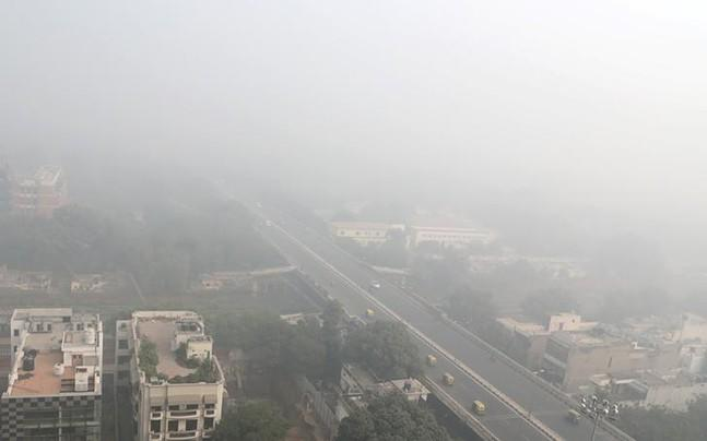 <p>Several officers appointed to control air pollution in Delhi enjoy plum postings with other ministries and government departments as Arvind Kejriwal blames Haryana, Punjab and UP for their inaction.</p><p> </p>