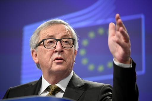 <p>EU's Juncker under fire for 'nauseating' Putin letter</p>