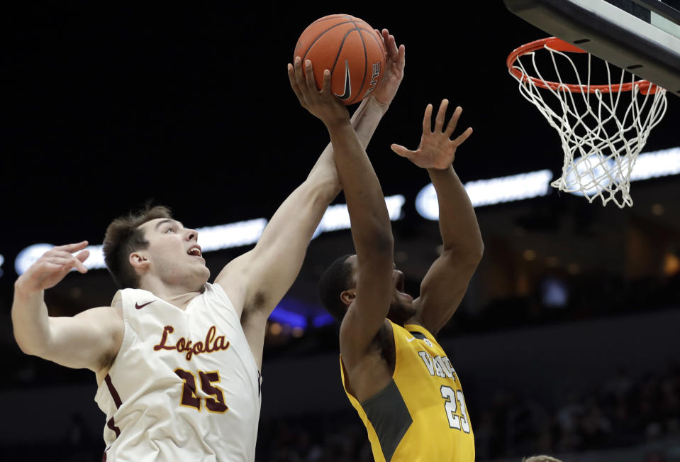 Loyola of Chicago's Cameron Krutwig, left, knocks the ball away from Valparaiso's Mileek McMillan during the second half of an NCAA college basketball game in the quarterfinal round of the Missouri Valley Conference tournament, Friday, March 8, 2019, in St. Louis. Loyola won 67-54. (AP Photo/Jeff Roberson)
