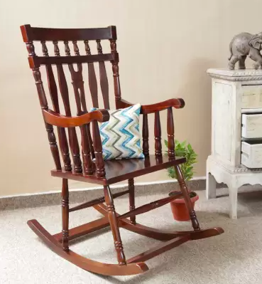 Buy: 6 wooden furniture pieces to give a vintage vibe to your home