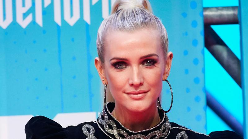 """Ashlee Simpson Just Went """"Pumpkin Pink"""" and I'm Obsessed"""