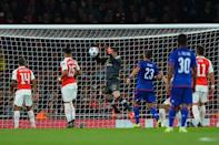 Arsenal goalkeeper David Ospina (C) drops the ball over the line from a corner taken by Olympiakos midfielder Kostas Fortounis during their Champions League Group F match at The Emirates Stadium on September 29, 2015 (AFP Photo/Glyn Kirk)