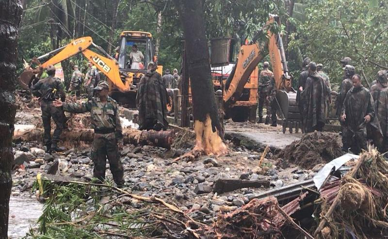 District collectors were given permission to hire necessary number of bulldozers, generators and lights for relief and rescue operations. Source/Naveen Nair