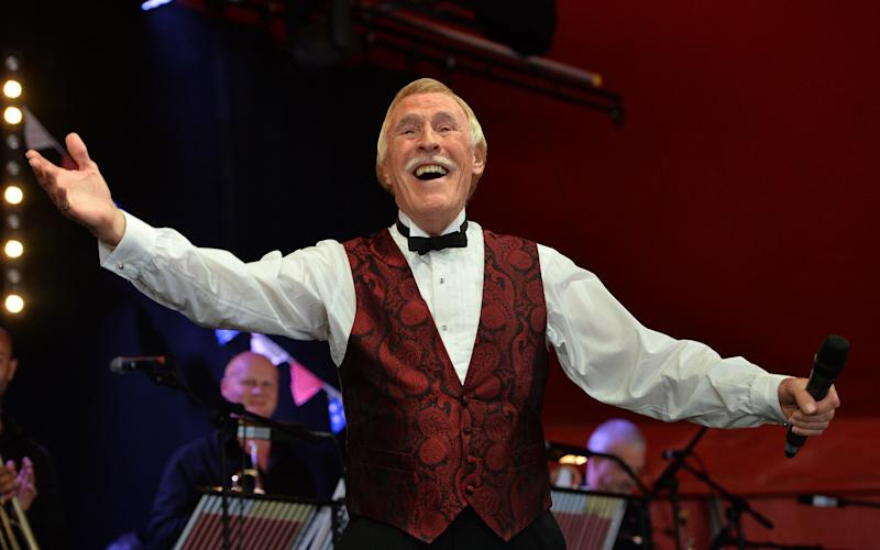 Bruce Forsyth - Julian Simmonds