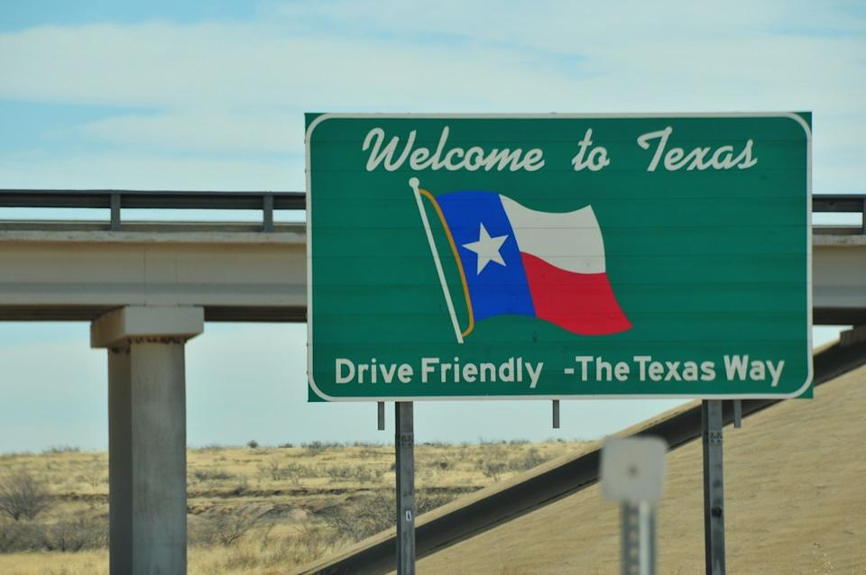 texas state welcome sign