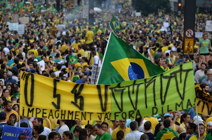 Demonstrators protest against the government of President Dilma Rousseff in Paulista Avenue in Sao Paulo, Brazil on March 15, 2015 (AFP Photo/Nelson Almeida)