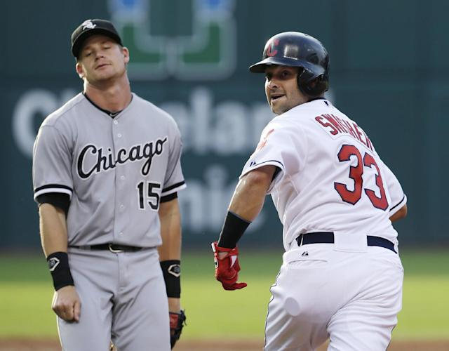 Cleveland Indians' Nick Swisher, right, looks back toward first base during a rundown between first and second base as Chicago White Sox's Gordon Beckham reacts in the first inning of a baseball game, Wednesday, July 31, 2013, in Cleveland. Swisher advanced to third base on a throwing error by pitcher Jose Quintana. (AP Photo/Tony Dejak)